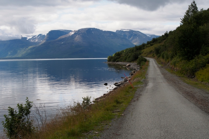 The road south between Lyngseidet and Furuflaten.