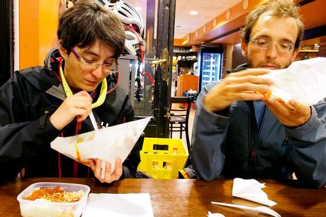 Alba and Gérard tuck into their falafel.