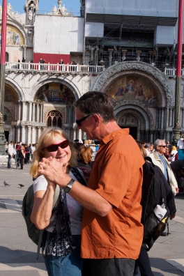Ivona and Gary dancing in Piazza San Marco.
