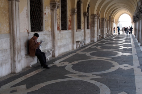 Reading the paper in Piazza San Marco.