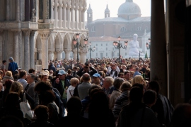The throng in Piazza San Marco.
