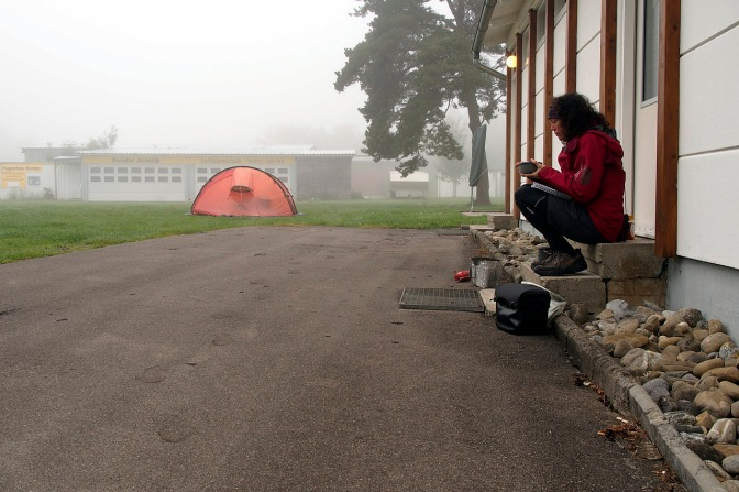 Having breakfast at the Mengen Airport campsite.