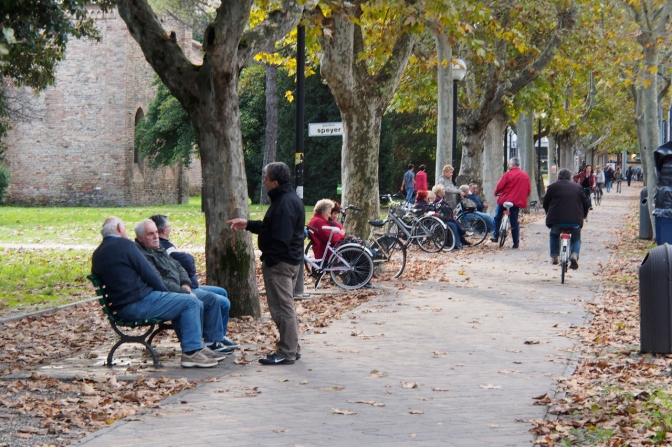 The chat groups along a park in Ravenna.