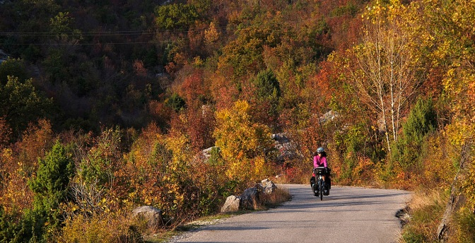 Fall colours on the road from Cetinje to Reijka Crnojevića.