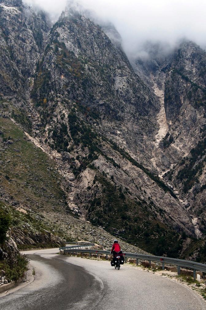 Descending the road from Logora Pass down to Dhë'rmi.