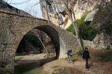 Alba and GéŽrard in a canyon near Alquezar.