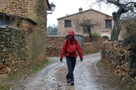 A dreary and wet hike back to Alquezar.