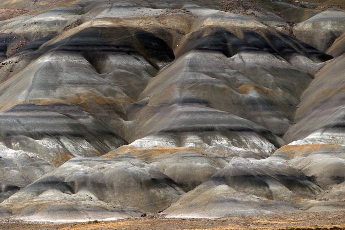 The hillsides along Rio La Leona.