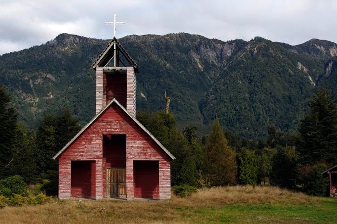 Wooden church along the road up to Paso Cardenal SamorŽé.