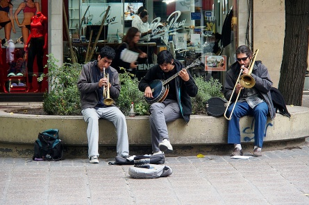 Street musicians on Sarmiento pedestrian mall in Mendoza.