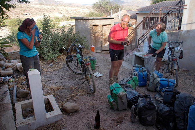 Washing up after a dusty day between Aiquile and Pena Colorada.