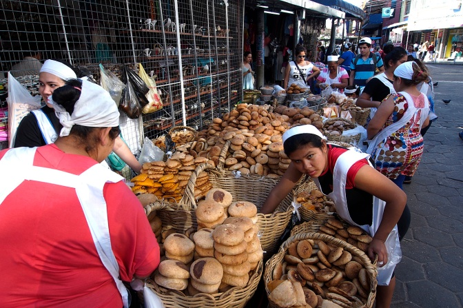 Bread sellers at Mercado 7 Calles.