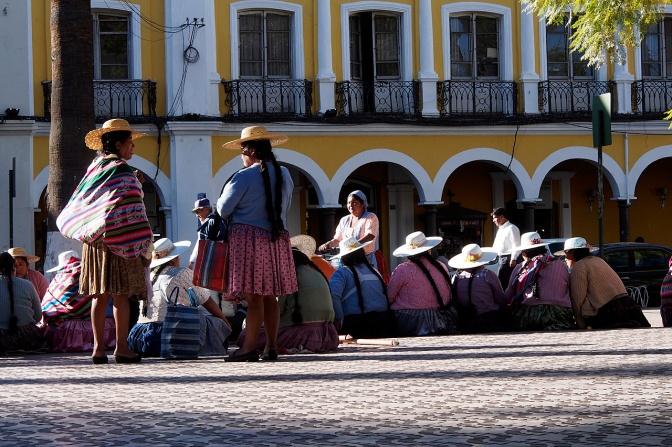 Protesting women in Plaza 14 de Septiembre, Cochabamba.
