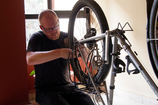 Elmar straightening the newly built wheel.
