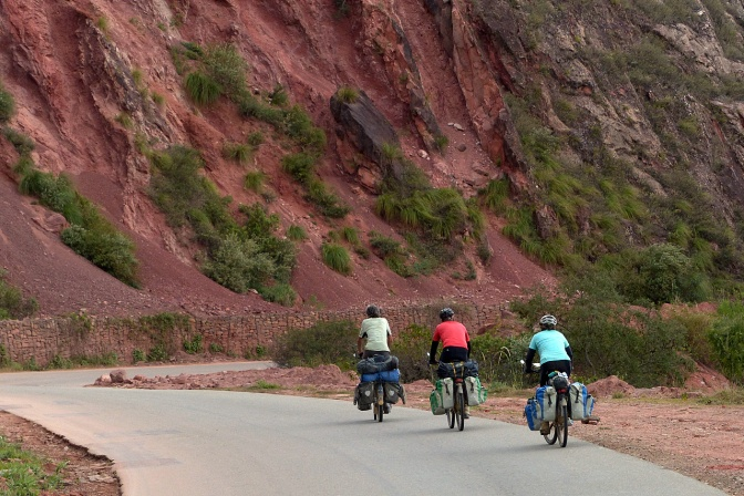 Paul, Elmar and Ellen on the final climb to Samaipata.