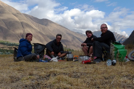 Breakfast beside Rio Vilcanota south of Urcos.