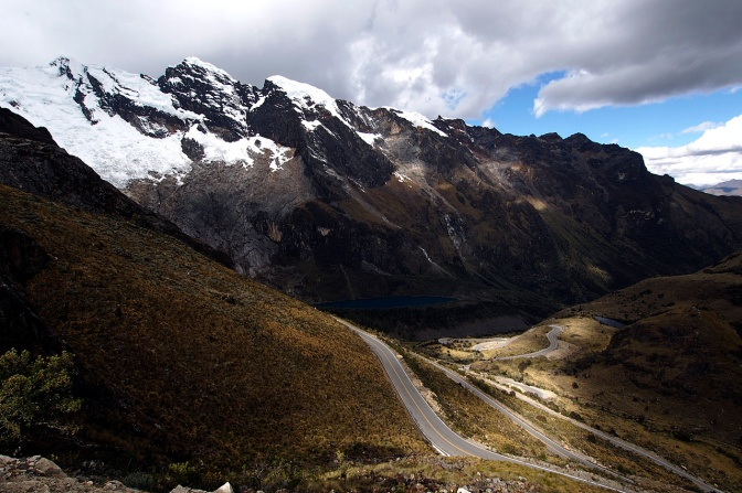 The road down to Chacas from Punta Olimpica Pass.