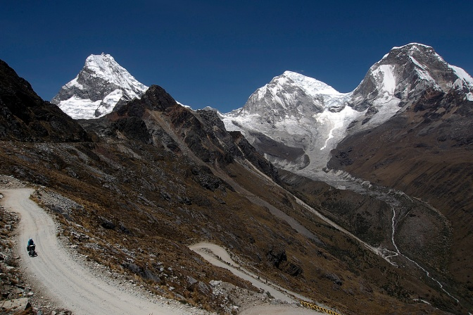 Starting to descend the 33 hairpins of Puerto Chuelo Pass. Huascará‡n Sur and Norte on the right; Chopicalqui on the left.