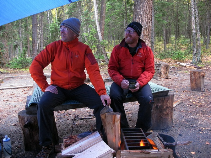 Holger and Elmar by the fire on Unna Lake.