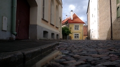 Narrow, cobble-stoned streets to get lost in.